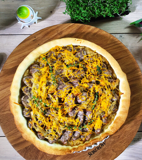 Tart with onions and white Naturrino sausage
